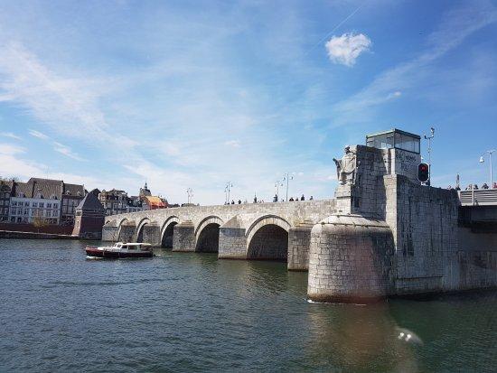 20170430 141416 picture of saint servaasbridge - Maastricht mobel ...