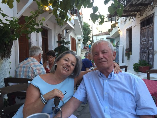 Taverna Alexandros: We ate here whenever we were in Skiathos Town
