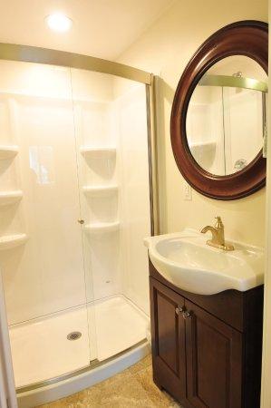 Kodiak, AK : Suite Bathroom