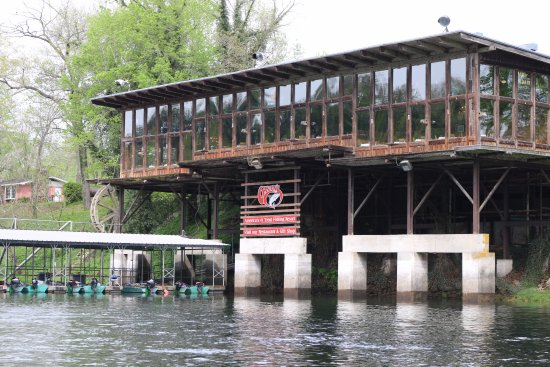 Lakeview, Арканзас: Restaurant overlooking the White River