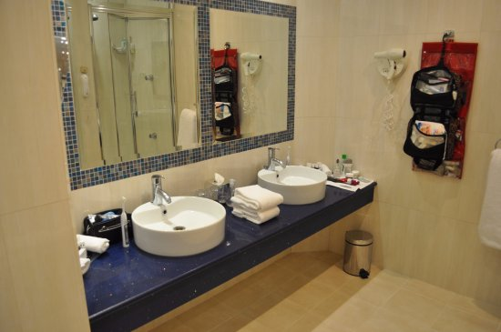 The Killarney Park Hotel: double sinks