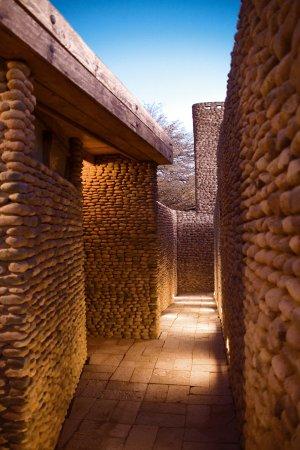 Lodge Andino Terrantai: Corredors at dusk