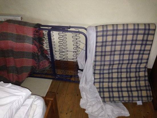 The Old Barn Bed and Breakfast: put-up bed