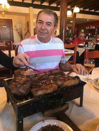 El Quincho del Tio Querido: papai contente com o prato escolhido!