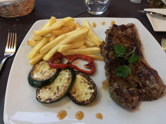 Murla, Spain: Steak Frits - there are better options on the menu