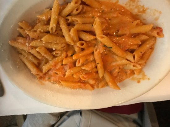 East Longmeadow, MA: Penne Vodka