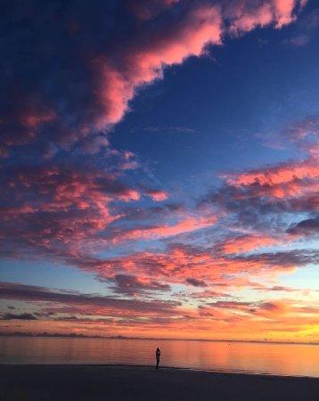 Kanuhura: Sunset at IRU