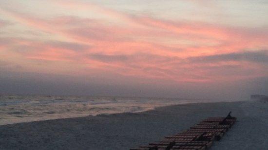 The Beachside Resort: 20170428_193044_large.jpg