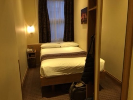 This Is A Double Bed Small Room Picture Of Comfort Inn Hyde Park