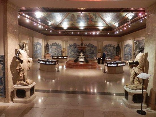 Medeiros e Almeida Museum: O delicioso pátio interior, situado no 1.º andar