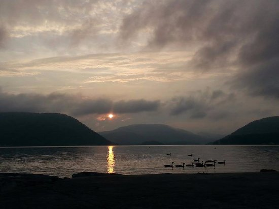 Peekskill, Estado de Nueva York: Dramatic sunset