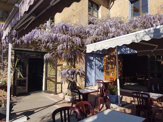 Berze-la-Ville, Francia: l'entrée et vue de la seconde salle