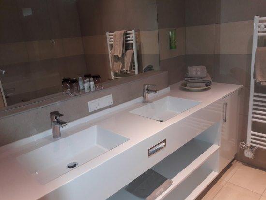 Badezimmer Mit Doppelwaschtisch Picture Of Narzissen Vital Resort