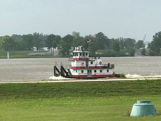 Vidalia, LA: River (and towboat) from our site.