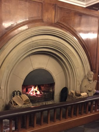 Castell Deudraeth: Cosy and historic fireplace