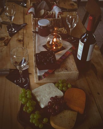 Lodge Andino Terrantai: Candlelit cheese & wine served exclusively each night for Terrantai guests