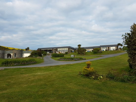 Soar Mill Cove Hotel : View of the front of the hotel