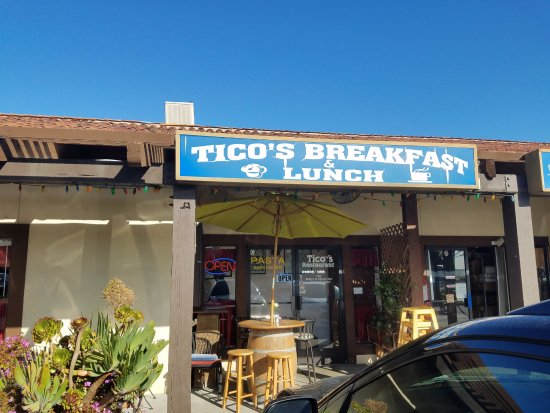 Ticos Breakfast & Lunch: Small and out of the way. Excellent!