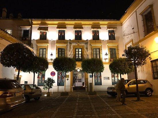 Hotel entrance by night picture of hospes las casas del rey de baeza sevilla seville - Hospes las casas del rey de baeza ...