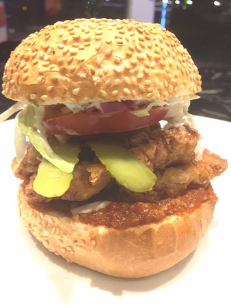Whangaparaoa, New Zealand: Chicken burger