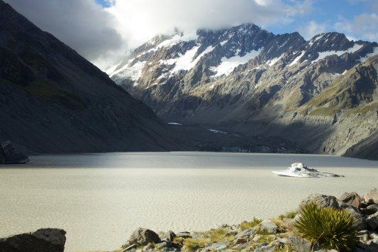 Aoraki Mount Cook National Park (Te Wahipounamu), New Zealand: glacier lake in summer