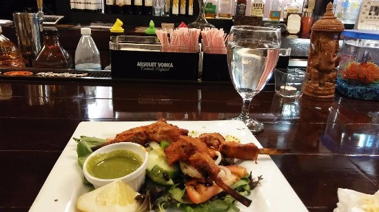 Amaya Indian Cuisine: Moist, fall off bone Lamb on greens and cucumbers. Sauce, yum!