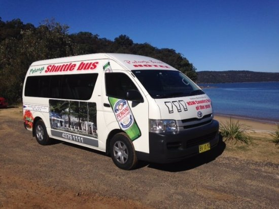 Patonga, Australië: Courtesy Bus available free pick up from anywhere on the Peninsula