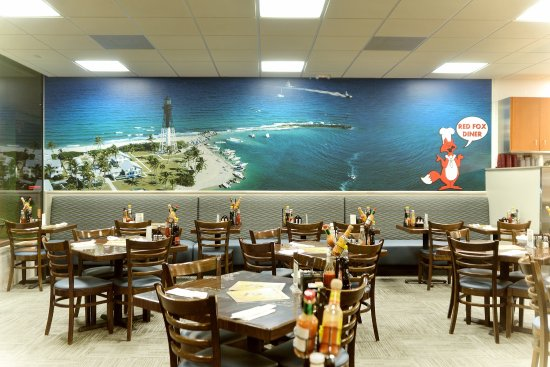 Lighthouse Point, FL: Enjoy indoor or outdoor seating
