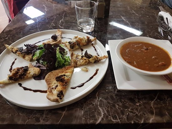 Seaforth, Canada: Wild-Mushroom and Chicken Panini and soup
