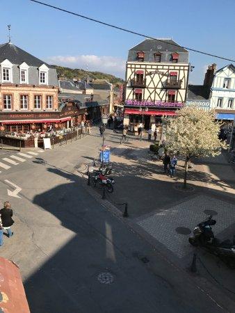 Hotel des Falaises: central square
