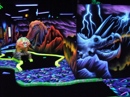 ‪Shankz Black Light Miniature Golf‬