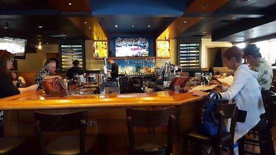Outback Steakhouse: Bar Area
