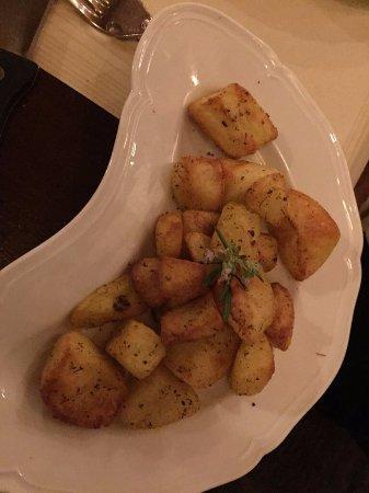 La Bucaccia: Batatas ao alecrim para acompanhar a tagliata di manzo