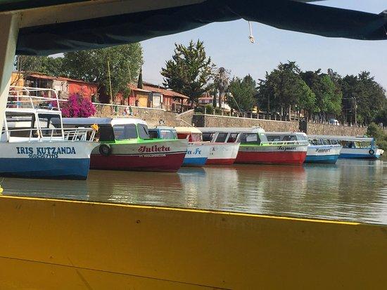 Isla Janitzio: Colorful launches at Patzcuaro's embarcadero