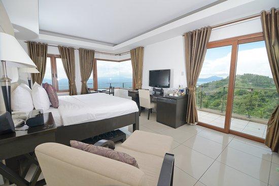 8 Suites