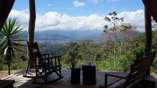 Hacienda Monte Claro: VIEWS OF THE TURRIALBA VALLEY AND VOLCANO