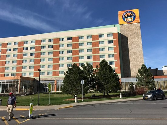 Hogansburg, NY: Hotel side of the casino where all the rooms are situated.