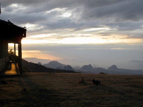Befiker Kossoye Ecology Lodge: Lodge at sunset