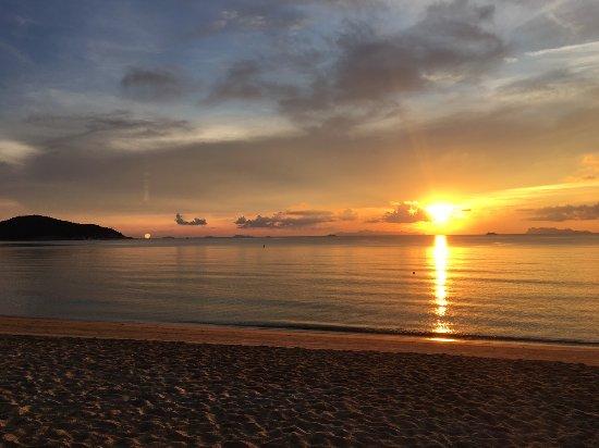Lipa Noi, Thailand: Big Orange Sunset @ Rajapruek Samui Resort