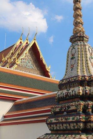 Wat Pho (Templo de Buda reclinado): المعابد في الساحة الخلفية