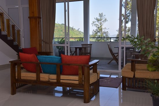 Tea Hills Bungalow: Living area