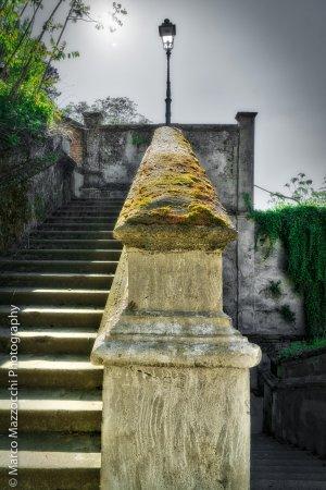 Castello di Novi Ligure : Dettaglio della scalinata che porta dal centro cittadino al Castello