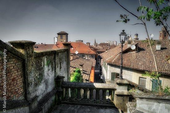 Castello di Novi Ligure : Vista del centro cittadino dalla scalinata