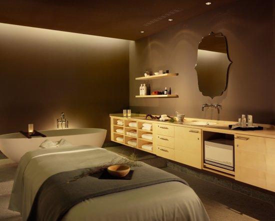 Behandlungsraum im hyperion hotel dresden am schloss for Design hotel dresden