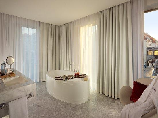 Badezimmer Vom Grand Room Im Hyperion Hotel Dresden Am Schloss