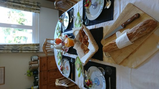 Conques-sur-Orbiel, ฝรั่งเศส: Breakfast is a feast for the eyes as well as the taste buds.