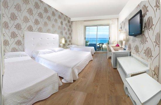Hotel Mediterraneo: camera quadrupla  con balcone fronte mare