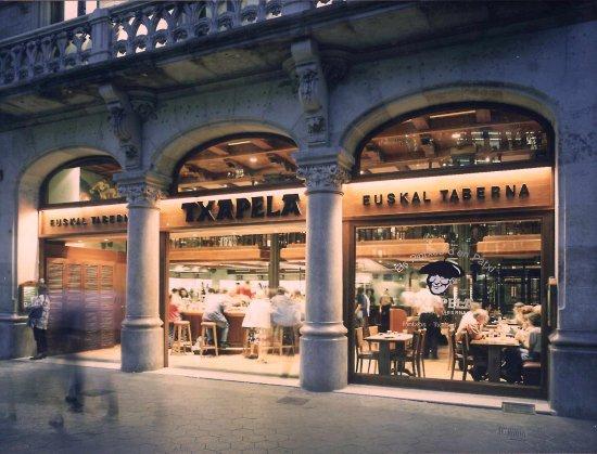 Aut nticos pintxos vascos fotograf a de txapela paseo de - Restaurantes en paseo de gracia barcelona ...
