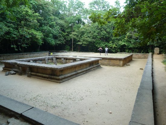 Ritigala Forest Monastery : Ruins