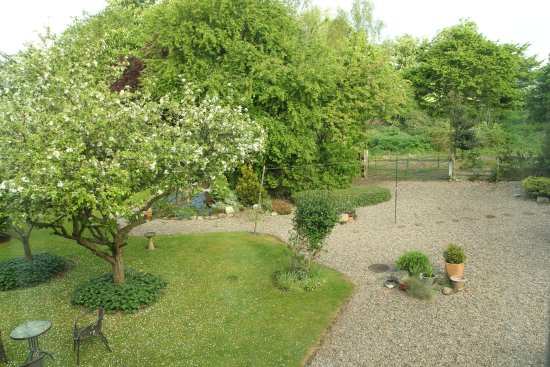 Babworth, UK: Room view, with fruit trees in bloom.